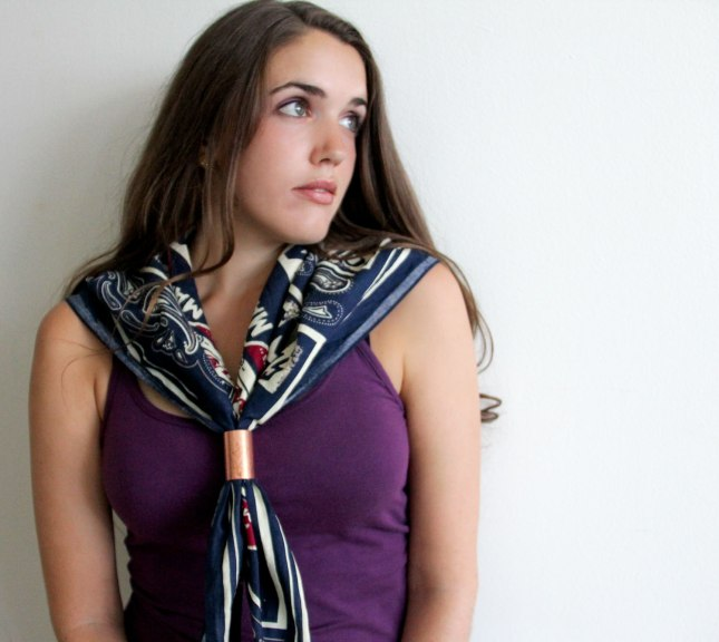 how to wear an oversized scarf