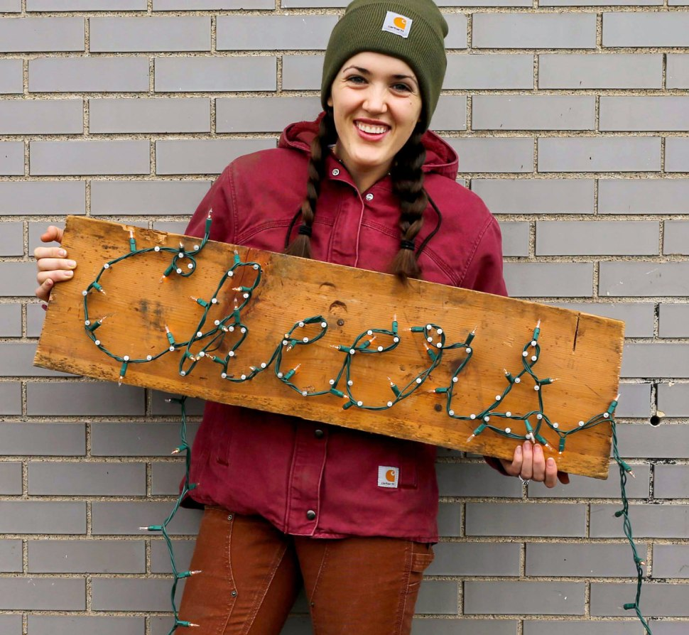 5 DIY No-Outlet Lighting Ideas / May Your New Year Be Bring / Crafted in Carhartt